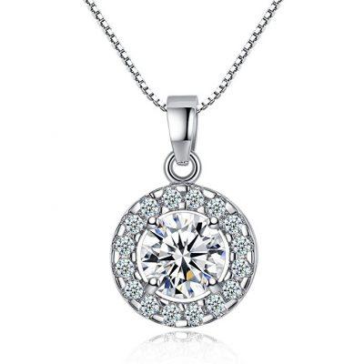 Collar de plata con un colgante de una piedra de circonita
