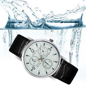 Reloj de hombre de cuarzo con esfera en blanco y correa de cuero